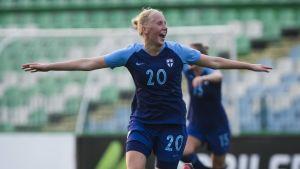 Eveliina Summanen sköt in Finlands andra mål i VM-kvalsegern över Serbien.