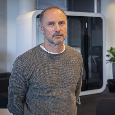 Varaluottamusmies Seppo Lehto Fingrid Oyj.sta. Takana Lakimies Antti Kivipuro Fingrid Oyj.sta.