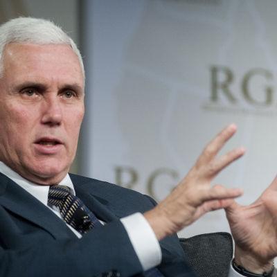 Mike Pence, guvernör för Indiana