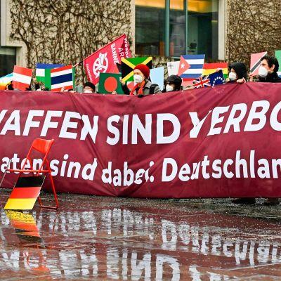 Kärnvapenförbudet ratificerades i över 50 länder men inte i Tyskland. Demonstration mot kärnvapen i Berlin 22.1.2021