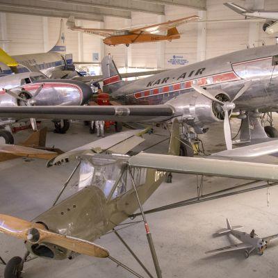 lentokoneita esillä ilmailumuseossa