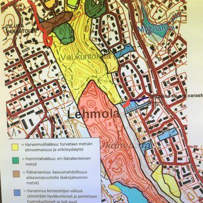 Kartasta käy ilmi, että puustoa poistetaan Ukonharjun ulkoilualueella monin eri tavoin harventamalla. Avohakkuita ei tehdä.