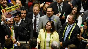 Oppositionen firrar efter att parlamentet röstade för riksrätt mot president Rousseff.
