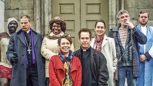 Piskuisen lontoolaiskirkon penkeissä ei ole hulinaa, mutta pastori Adam Smallbonen elämässä sitäkin enemmän.