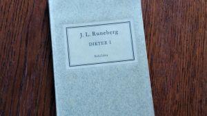 """Pärmen till """"Dikter 1"""" av Johan Ludvig Runeberg."""