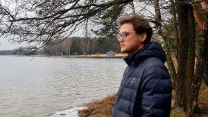 Vladimir Ionov tittar ut över sjön Visaginas, en av många sjöar runt småstaden Visaginas och det närbelägna stängda kärnkraftverket Ignalina.