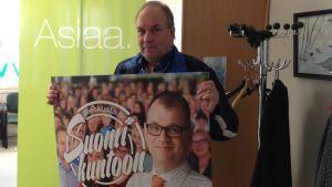 Peter Albäck är nöjd med Centerns partiledare Juha Sipilä.