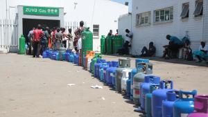 Kö för flytgas i Harare i Zimbabwe.