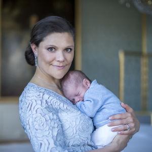 Kronprinsessan Victoria och prins Oscar.