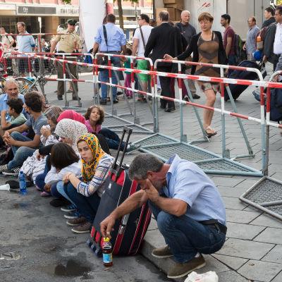 Pakolaisia Münchenin rautatieasemalla syyskuun alussa 2015