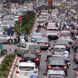 Rusningar allt vanligare i Vietnam då folk har övergått från motorcyklar till bilar