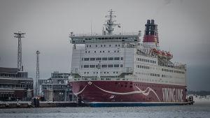 Viking lines färja i hamn