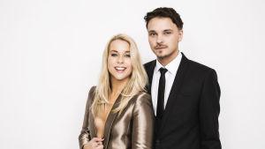 Krista Siegfrids och Roope Salminen är programledare för UMK 2016