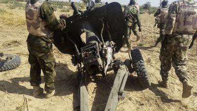 Artilleripjäs som använts av Boko Haram men som nigerianska armén lagt beslag på i Maiduguri. Bilden togs den 27 januari 2015.