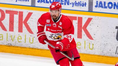 Axel Holmström spelar hockey.