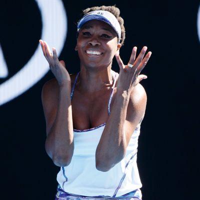 Venus Williams möter lillasyster Serena i sin första Grand Slamfinal på åtta år.