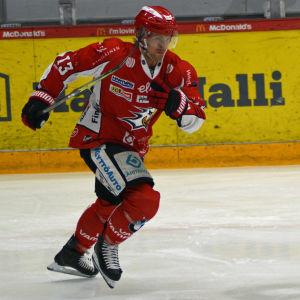 Erik Riska spelar ishockey för Vasa Sport.