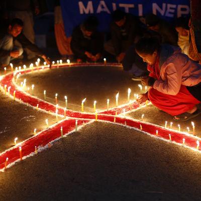 Bönestund i Katmandu i Nepal under världsaidsdagen 2014.