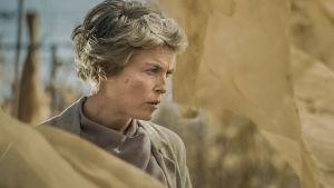 Kansainvälisen politiikan maailman sijoittuvan draamasarjan pääroolissa nähdään Irina Björklund.