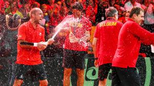 Belgarna firar efter att de säkrat finalplatsen i Davis Cup.