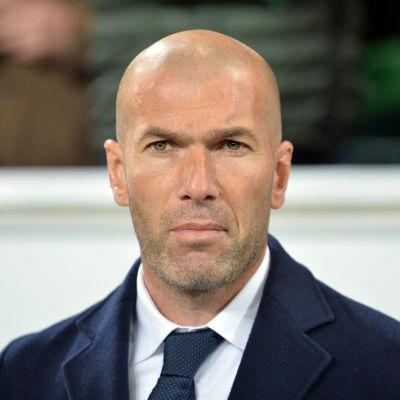 Allvarliga miner för Zinedine Zidane i Wolfsburg.