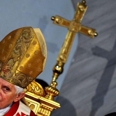 Påven under gudstjänst i Nicosia 5 juni 2010