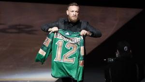 För en vecka sedan såg Conor McGregor NHL-matchen mellan Boston och Columbus.