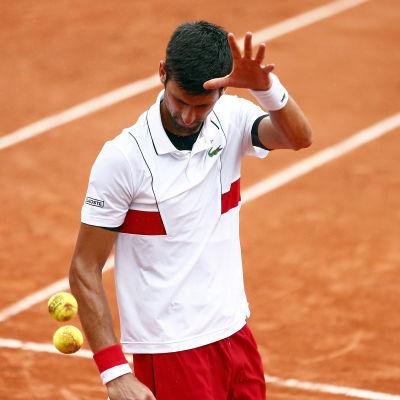 Novak Djokov vidare efter smärre svårigheter.