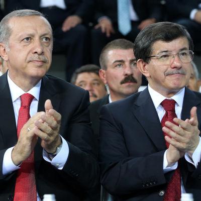 Turkiets president Recep Tayyip Erdoğan och premiärminister Ahmet Davutoğlu.