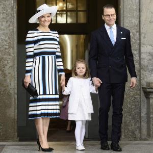 Kronprinsessan Victoria, prinsessan Estelle och prins Daniel på kung Carl Gustafs 70-årsdag 2016.