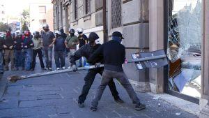 Demonstrationerna urartade i våld och skadegörelse
