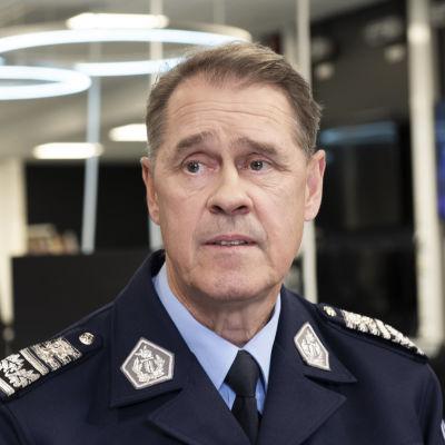 Seppo Kolehmainen i polisuniform.