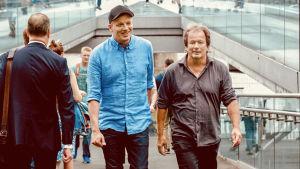 Kirjailijat Kjell Westö ja Kaj Korkea-aho