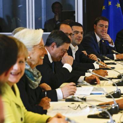EU-ledarna diskuterar Greklandskrisen.