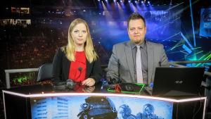 Jenny Kåla och Joona Leppänen kommenterar e-sport.
