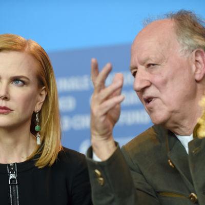 Skådespelaren Nicole Kidman och regissören Werner Herzog på presskonferensen för filmen Queen of the Desert