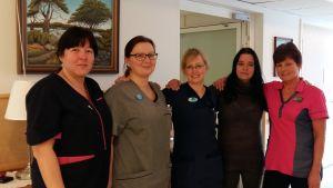 Linda Aspö-Mattans, Annica Åstrand, Lotta Wikars-Backholm, Ann-Louise Gädda och Helene Fiskars trivs med sina jobb på Lärknäs, men önskar sig ett friskt hus.