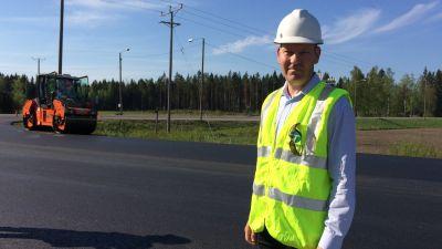 Tero Ahokas ansvarar för beläggningsarbeten vid Egentliga Finlands NTM-central.