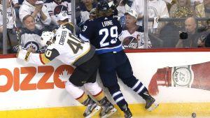 Patrik Laine och Ryan Carpenter i en duell.