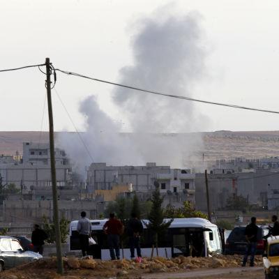 Rök efter bombning av staden Kobane i norra Syrien