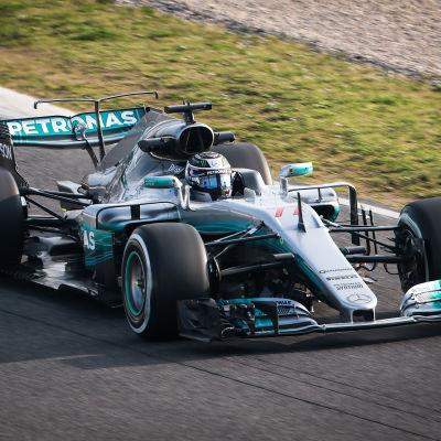 Valtteri Bottas kör sin Mercedes