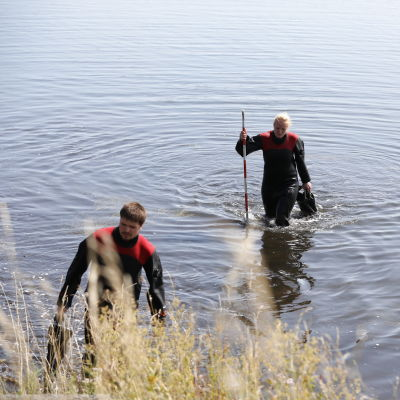 Dykare från den danska Beredskapsstyrelsen den 23 augusti i närheten av den plats där Kim Walls överkropp hittades.