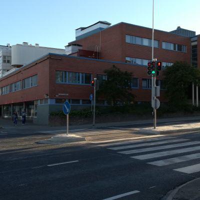Tyhjillään oleva koulurakennus