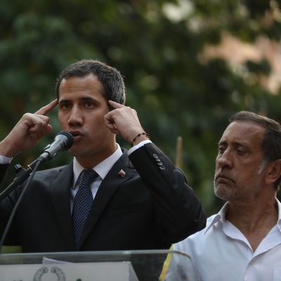 Talman Juan Guaidó försäkrar att regeringens beslut inte påverkar hans kampanj att avsätta president Nicolas Maduro