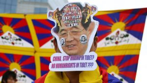 Protest mot att många tibetaner begår självmord genom att bränna ihjäl sig.