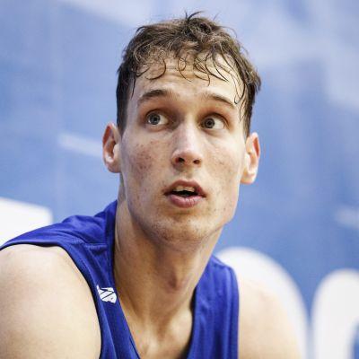 Mikael Jantunen har tränat med basketlandslaget i Lojo.