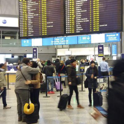 Lugnt i terminal 2 på Helsingfors-Vanda flygplats under flygstrejken den 6 mars 2017.