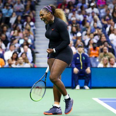 Serena Williams jublar