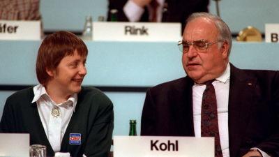 Angela Merkel tillsammans med dåvarande förbundskansler Helmut Kohl år 1991