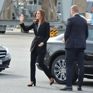 Kronprinsessan Mary anländer till Forum Marinum.